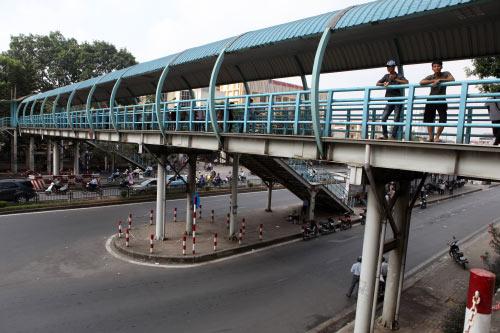 Ảnh: Trạm xe buýt lớn nhất Thủ đô trước ngày bị dỡ bỏ - 18