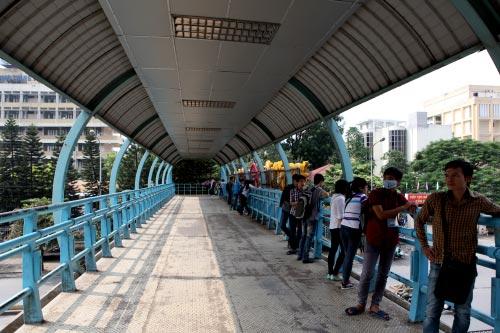 Ảnh: Trạm xe buýt lớn nhất Thủ đô trước ngày bị dỡ bỏ - 17