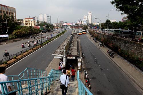 Ảnh: Trạm xe buýt lớn nhất Thủ đô trước ngày bị dỡ bỏ - 16