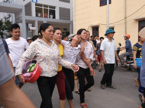 Hà Nội: Bé 11 tuổi tử vong, người nhà vây kín bệnh viện - 3