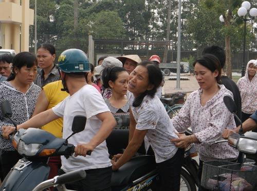 Hà Nội: Bé 11 tuổi tử vong, người nhà vây kín bệnh viện - 2