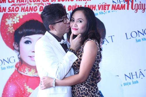 Long Nhật ôm hôn vợ trước mặt bạn trai - 5