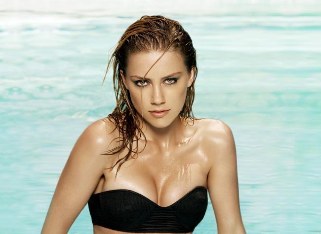 Amber Laura Heard sinh năm 1986, gia nhập làng giải trí với tư cách người mẫu.