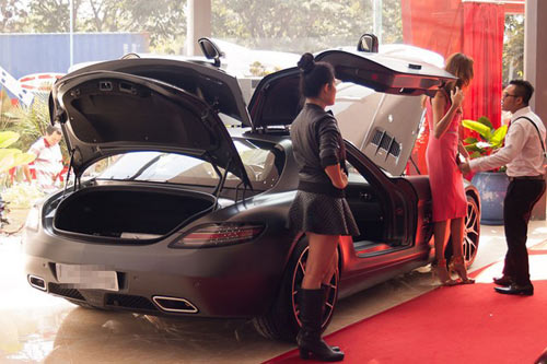 Chi tiết dàn xe khủng của nhà chồng Hà Tăng - 3