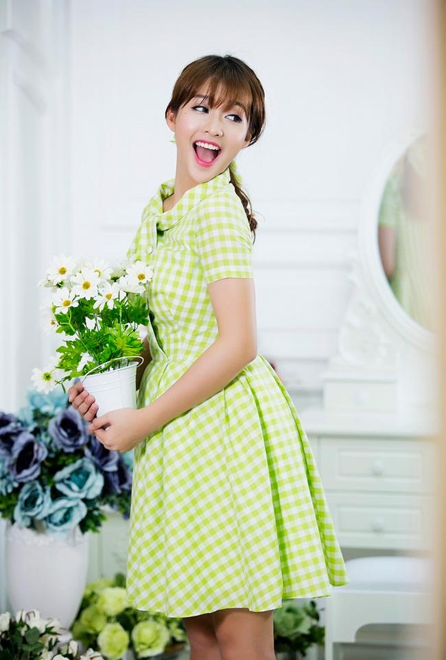Bộ váy điệu đà & nbsp;làm tăng thêm nét nữ tính cho cô hot girl xinh đẹp