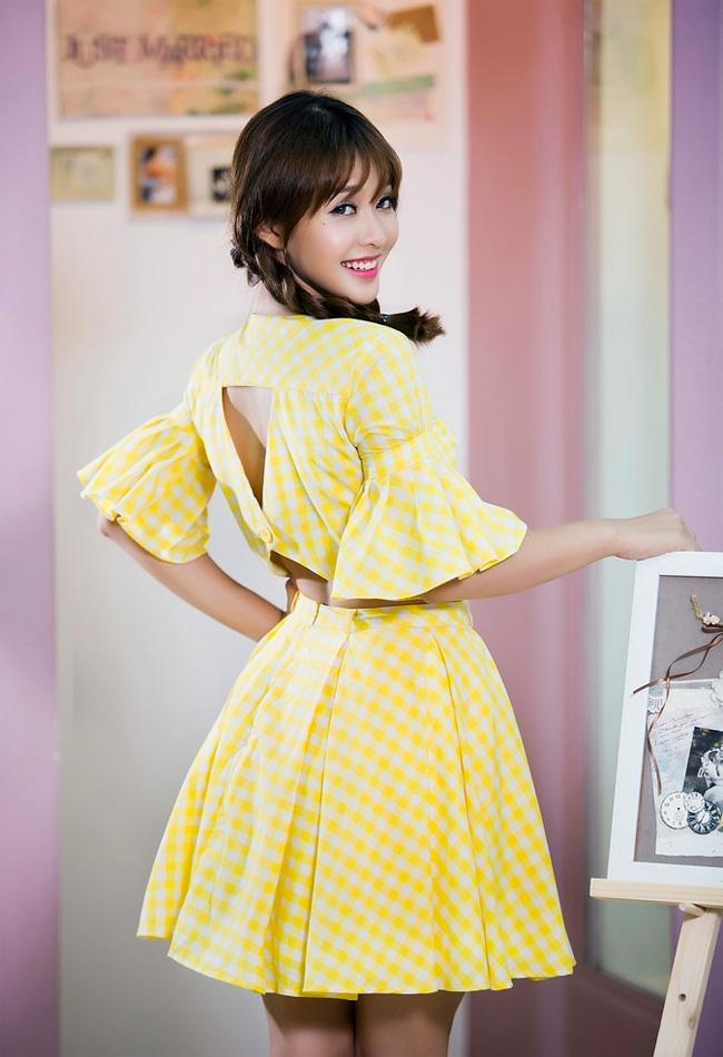 Nổi bật trong chiếc váy màu vàng nền nã