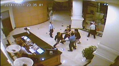 Triệu tập người rút thẻ trong video hỗn chiến ở khách sạn - 2