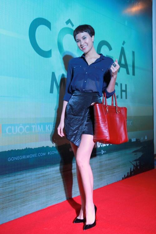 Trương Nhi ôm chặt bạn trai Phương Mai tại lễ ra mắt phim - 3