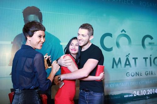 Trương Nhi ôm chặt bạn trai Phương Mai tại lễ ra mắt phim - 2
