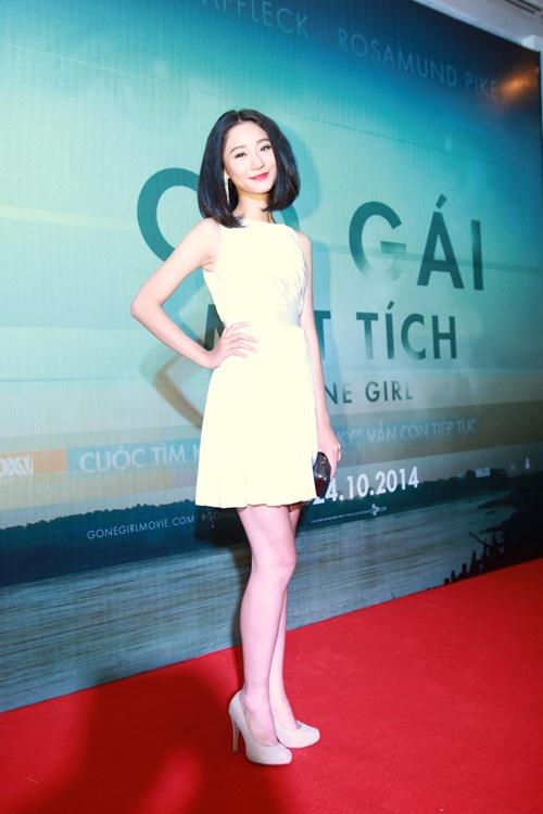 Trương Nhi ôm chặt bạn trai Phương Mai tại lễ ra mắt phim - 8