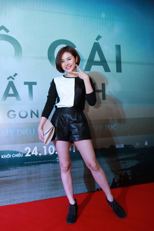 Trương Nhi ôm chặt bạn trai Phương Mai tại lễ ra mắt phim - 7