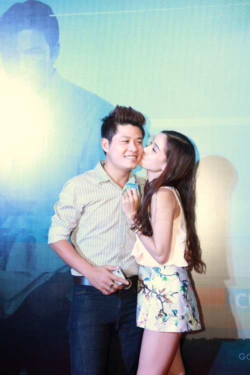 Trương Nhi ôm chặt bạn trai Phương Mai tại lễ ra mắt phim - 6