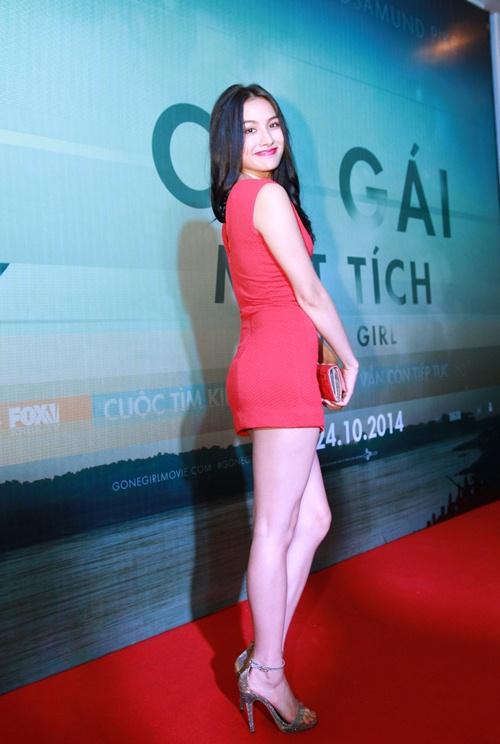 Trương Nhi ôm chặt bạn trai Phương Mai tại lễ ra mắt phim - 4
