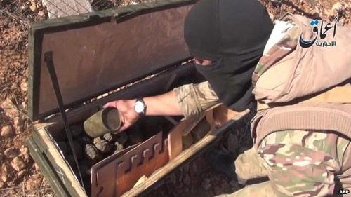 Vũ khí tiếp tế Mỹ rơi vào tay IS ở thị trấn Kobani - 3