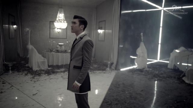 """Super Junior khiến fan """"chóng mặt"""" với MV tình yêu - 2"""