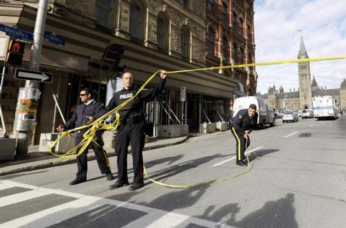 Nhà Quốc hội Canada bị tấn công, Thủ tướng sơ tán - 4