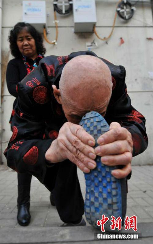Cụ ông 96 tuổi có khả năng uốn dẻo phi thường - 3
