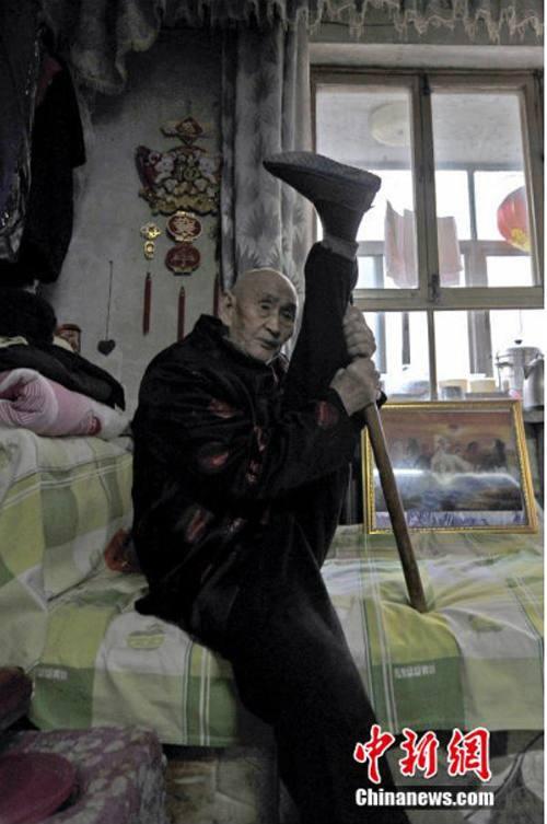 Cụ ông 96 tuổi có khả năng uốn dẻo phi thường - 7