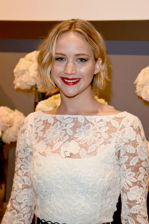Sau vụ ảnh nóng, Jennifer Lawrence khoe nhẫn đính hôn - 10