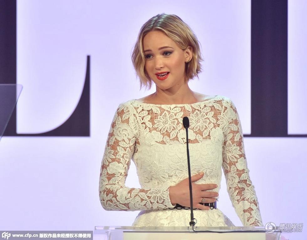 Sau vụ ảnh nóng, Jennifer Lawrence khoe nhẫn đính hôn - 11