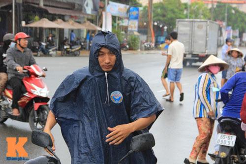 """U19 đá đẹp: Cần Thơ lên """"cơn sốt"""", fan đội mưa săn vé - 3"""