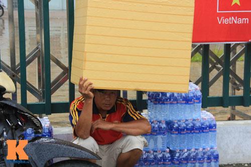 """U19 đá đẹp: Cần Thơ lên """"cơn sốt"""", fan đội mưa săn vé - 7"""