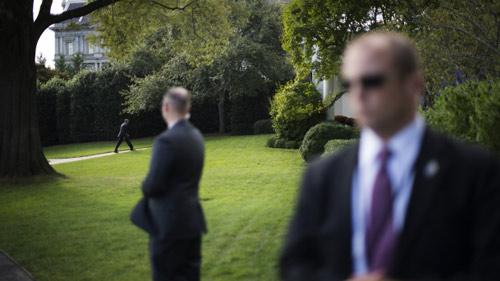 Mỹ: Đột nhập Nhà Trắng, đá bay chó nghiệp vụ - 1