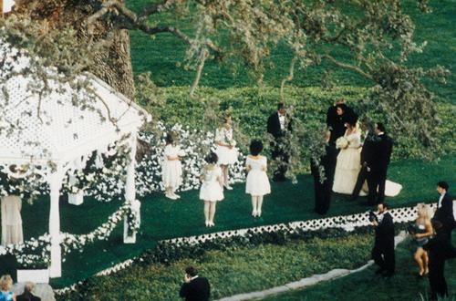 Ảnh chưa từng tiết lộ về lễ cưới lớn nhất lịch sử Hollywood - 9