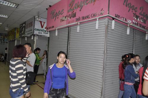 TP.HCM: Tiểu thương chợ An Đông đồng loạt phản đối vì giá thuê sạp quá cao - 13