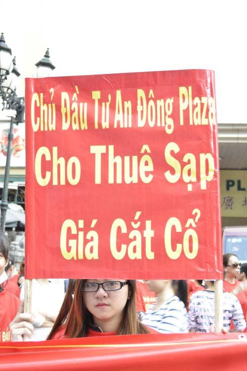 TP.HCM: Tiểu thương chợ An Đông đồng loạt phản đối vì giá thuê sạp quá cao - 5
