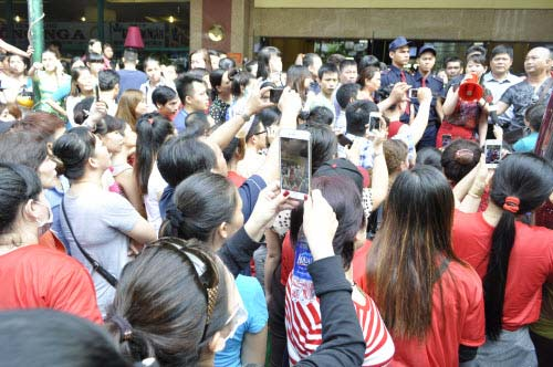 TP.HCM: Tiểu thương chợ An Đông đồng loạt phản đối vì giá thuê sạp quá cao - 8