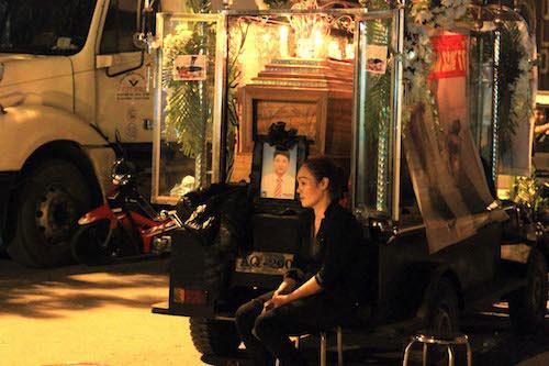 Chết trong phòng xông hơi: Người nhà đặt quan tài giữa phố - 2