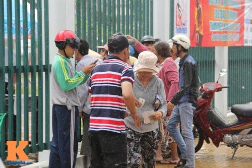 """U19 đá đẹp: Cần Thơ lên """"cơn sốt"""", fan đội mưa săn vé - 8"""