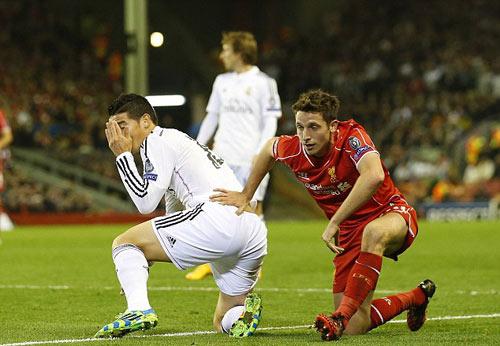 Real: Cú vẩy bóng chân trái hoàn hảo của Rodriguez - 2