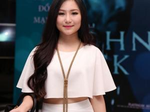 Hương Tràm khoe eo thon sau scandal bị cấm diễn