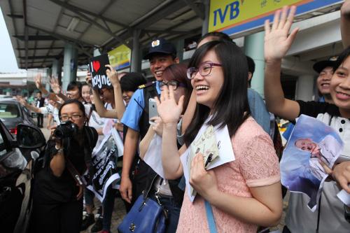 Quán quân The X-Factor Anh thân thiện với fan Việt - 8