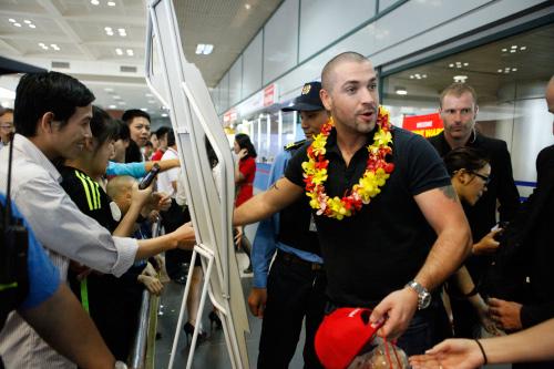 Quán quân The X-Factor Anh thân thiện với fan Việt - 3
