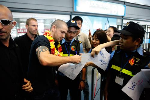 Quán quân The X-Factor Anh thân thiện với fan Việt - 4