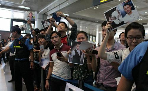 Quán quân The X-Factor Anh thân thiện với fan Việt - 1