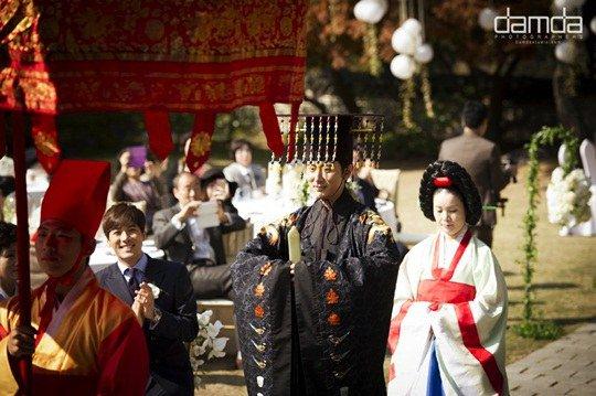 Chae Rim như hoàng hậu trong đám cưới lần 2 - 6