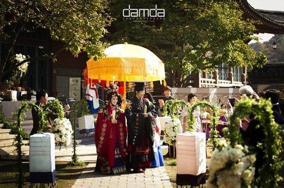 Chae Rim như hoàng hậu trong đám cưới lần 2 - 3