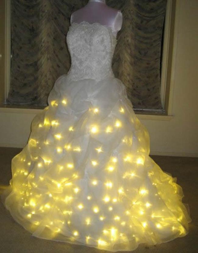 Chiếc váy cưới phát sáng trong bóng đêm