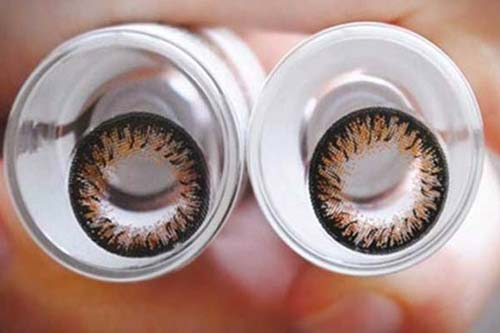 Dùng kính áp tròng sẽ gây mòn giác mạc - 1