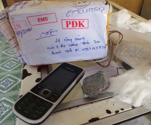 Gửi iPhone 5 nhận 2 cục đá: Bưu điện hứa sẽ bồi thường - 1