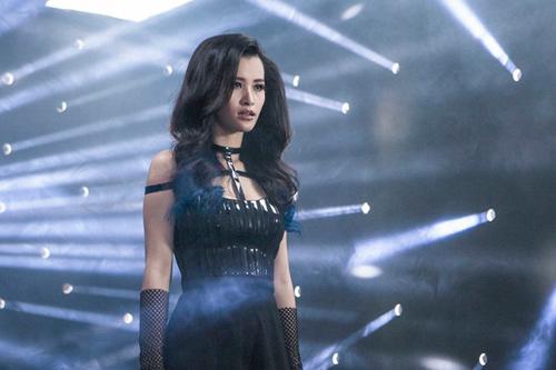"""Đông Nhi lột xác gợi cảm trong MV """"bom tấn"""" - 5"""