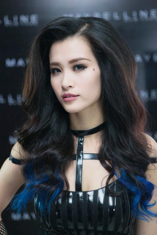 """Đông Nhi lột xác gợi cảm trong MV """"bom tấn"""" - 4"""