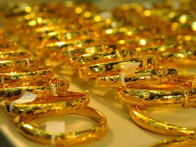 """Vàng """"ngoại"""" lao dốc kéo theo vàng """"nội"""" - 1"""