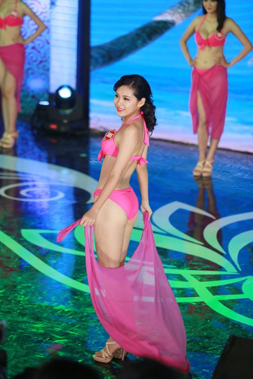 Ngây ngất ngắm thí sinh Hoa hậu VN 2014 diện bikini - 11