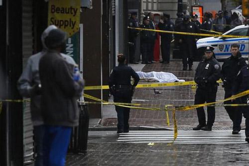 Mỹ: vác rìu chém loạn xạ tổ cảnh sát tuần tra