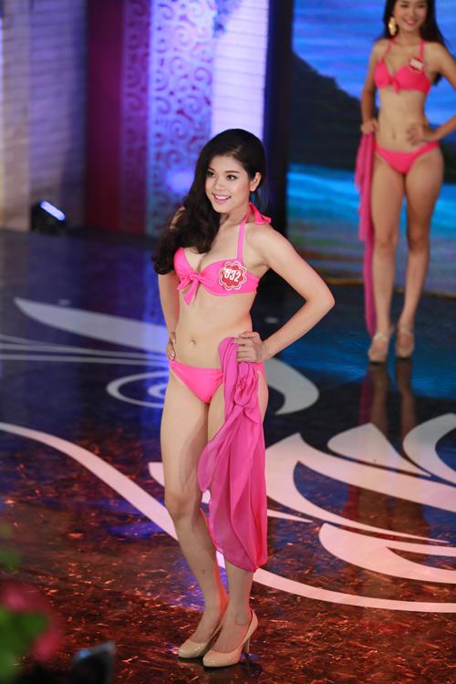 Ngây ngất ngắm thí sinh Hoa hậu VN 2014 diện bikini - 18